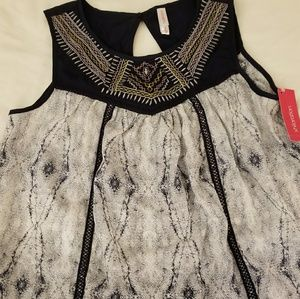 NWT xhileration key hole blouse